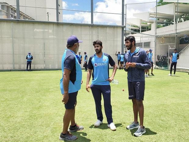 India bowling coach Bharat Arun along with pacer  Jasprit Bumrah, Shardul Thakur ahead of India vs Australia 4th Test at Brisbane. Photo: @BCCI