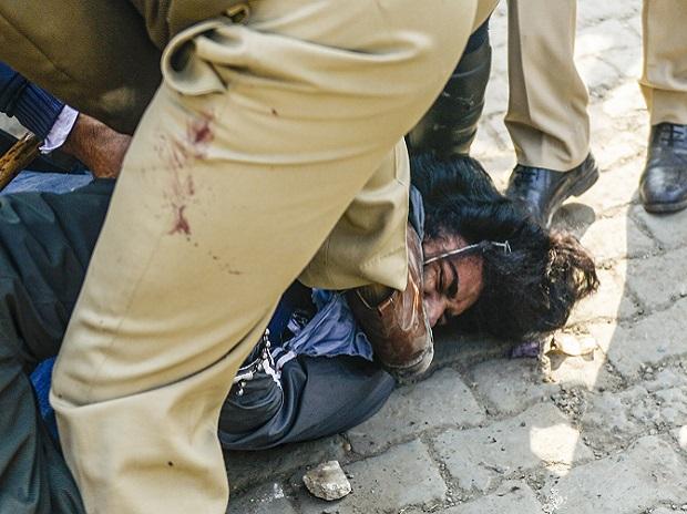 Konflik 'penduduk setempat' dengan pengunjuk rasa di perbatasan Singhu;  Cong-BJP dalam peperangan frase thumbnail