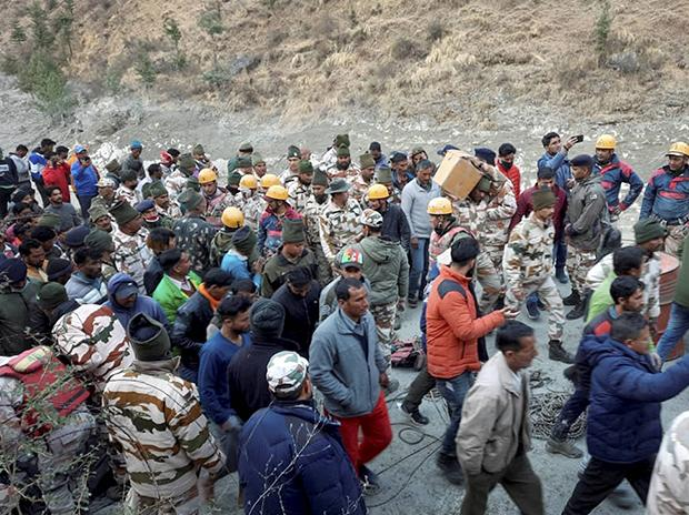 ITBP personnel carry out rescue operations, after a glacier broke off in Joshimath in Uttarakhand's Chamoli district causing a massive flood in the Dhauliganga river. Photo: PTI