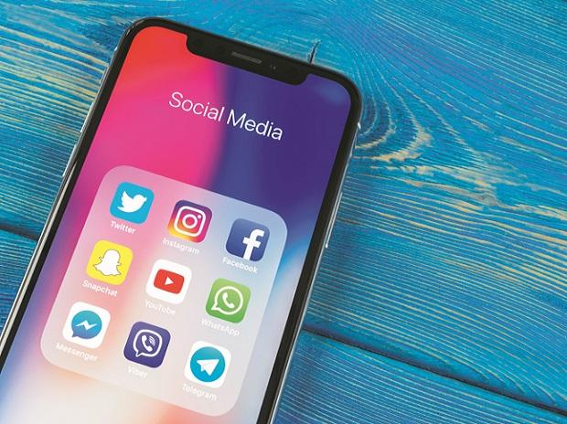 social media, internet, technology, data, smartphone, digital, facebook, twitter, instagram, sharechat
