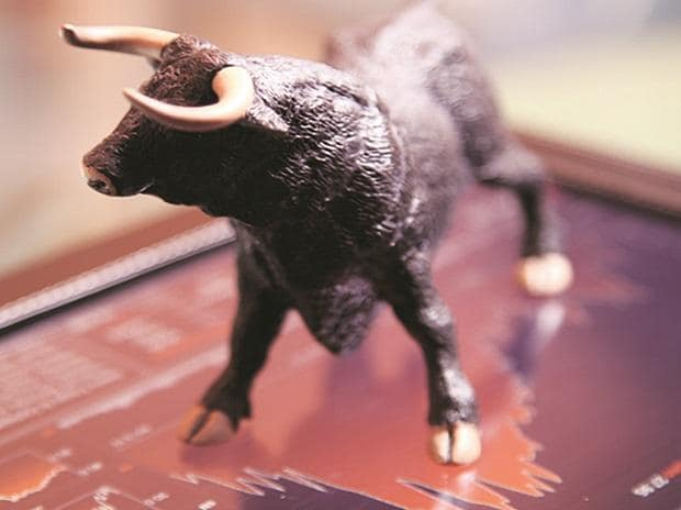 Sensex ends 584 pts up, tops 51K; HDFC Bank, Tech M jump 3%, BPCL dips 4.5%