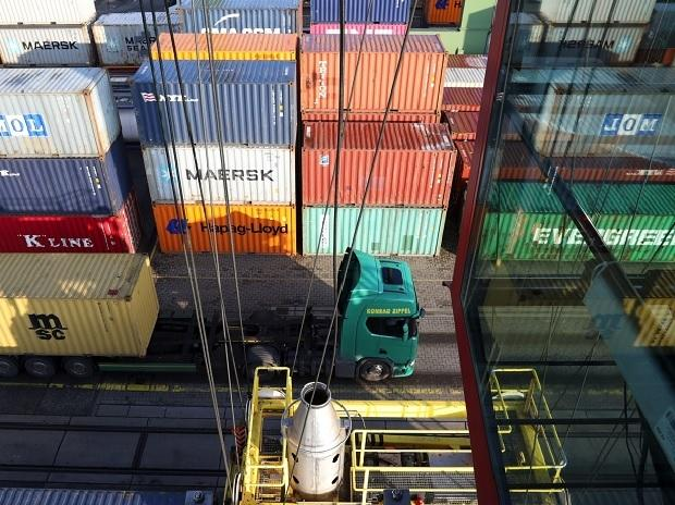 China exports beat expectations, jump 60.6percent in Jan-Feb; imports up 22.2percent thumbnail