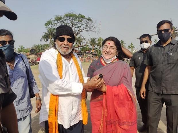 Mithun Chakraborty, Locket Chatterjee