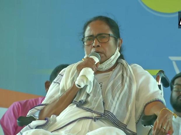 Modi govt has enough money but would not provide free vaccines: Mamata