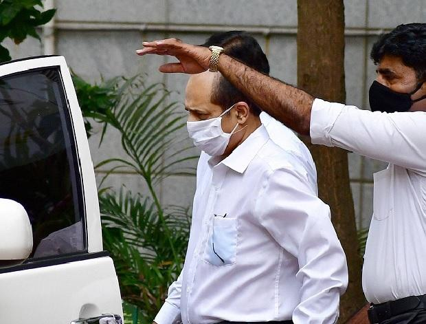 Police officer Sachin Vaze being taken to a court by National Investigation Agency (NIA), in Mumbai (File Photo: PTI)