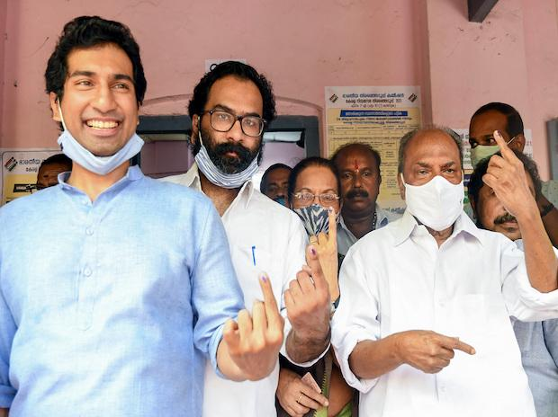 Former Defence Minister A.K. Antony along with his family members shows ink-marked fingers after casting their votes at a polling booth for Kerala Assembly polls in Thiruvananthapuram | Photo: PTI