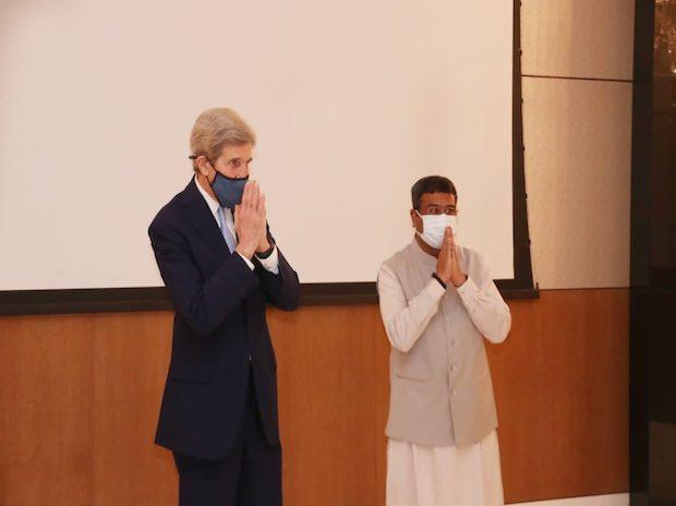 John Kerry and Dharmendra Pradhan   Photo: @dpradhanbjp
