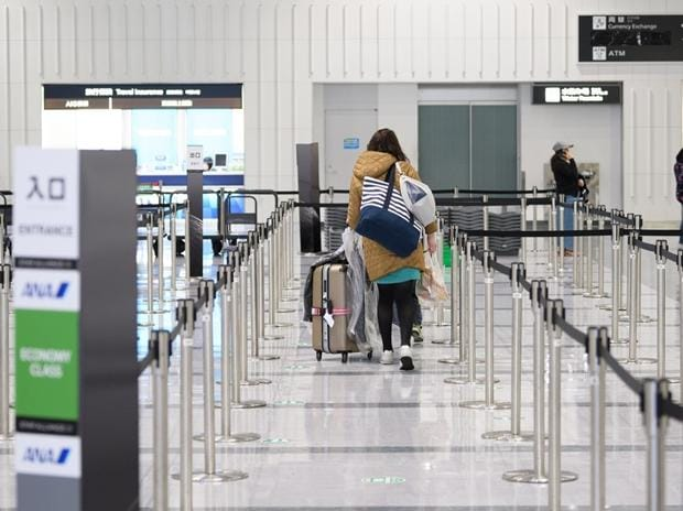 US Covid-19 cases hit 6-month high, mulls jabs for foreign travelers - Business Standard