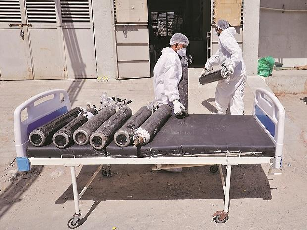 Coronavirus LIVE: India records 315,802 new cases in worst single-day spike