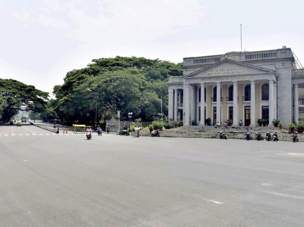 Town hall circle wears a deserted look during the weekend curfew amid surge in coronavirus cases, in Bengaluru (Photo: PTI)