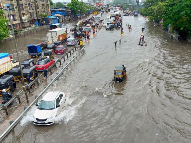 15 dead in house collapses as heavy rains pummel Mumbai
