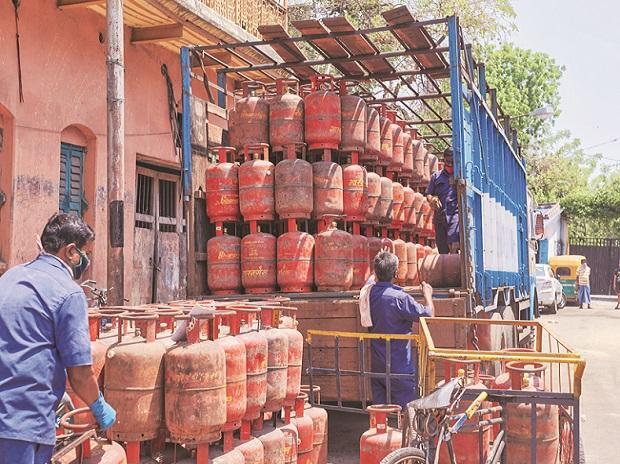 Oil Ministry mulls reinstating subsidised LPG prices, survey in progress