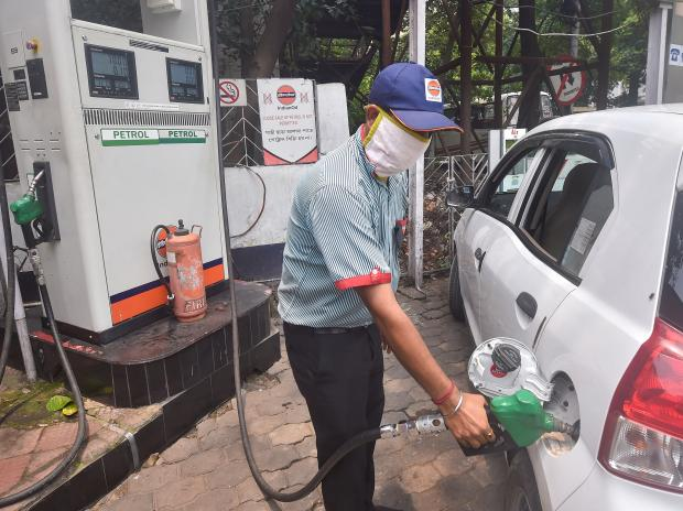 Petrol, diesel prices unchanged, here are the prices in your city today | Business Standard News