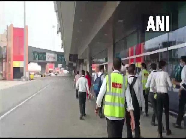 Some SpiceJet employees go on strike at Delhi airport over salary issues