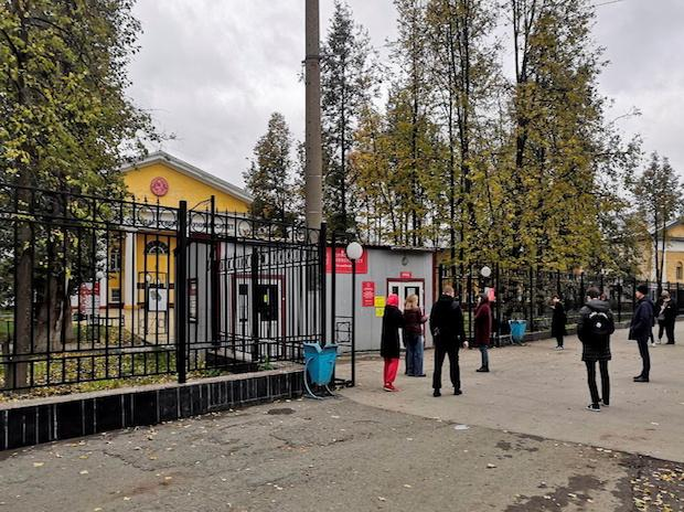 People gather outside the Perm State University after a gunman opened fire there, in Perm, Russia (Photo: Reuters)