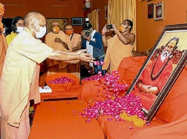 Yogi Adityanath, Mahant Narendra Giri