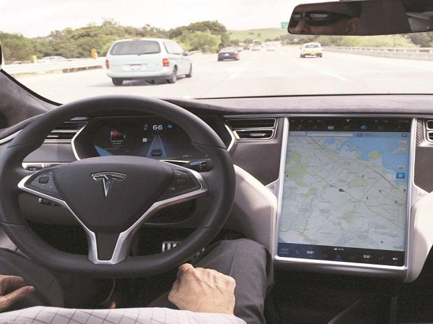 Tesla starts judging owners it charged ,000 for self-driving