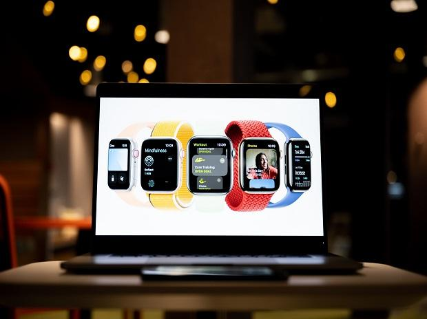 Apple Watch Series 8 may come with a bigger display in 2022