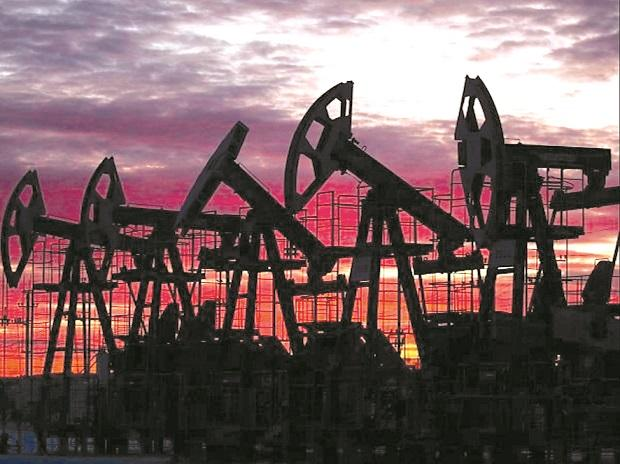 Crude oil prices decline more than 1% as US stockpiles sap rally