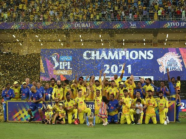Charge of Old Brigade: Chennai Super Kings under Dhoni win IPL for 4th time