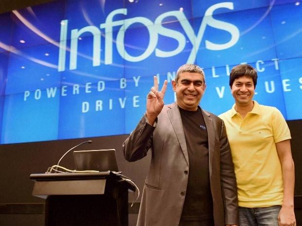 Infosys CEO Vishal Sikka (L) and CFO Rajeev Bansal