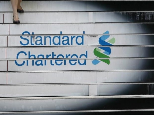 File photo of a woman walking down the stairs of the Standard Chartered headquarters in Hong Kong. (Photo: Reuters)