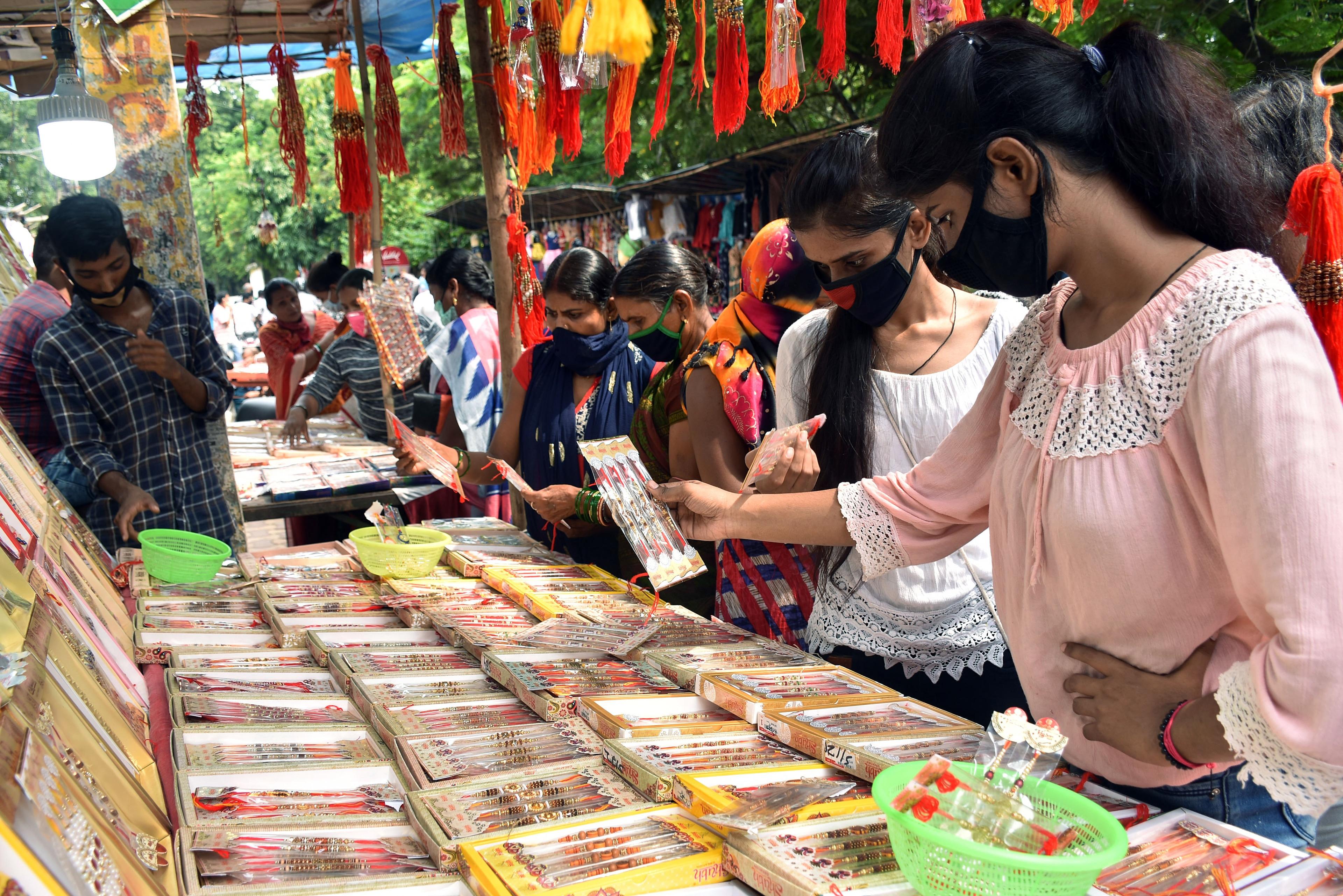 Women buying Rakhi at Park Market in Dhanbad