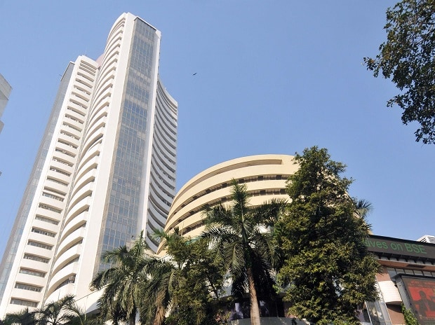 MARKET LIVE: Indices at days high, Sensex up 200 pts; IT stocks outperform - Business Standard