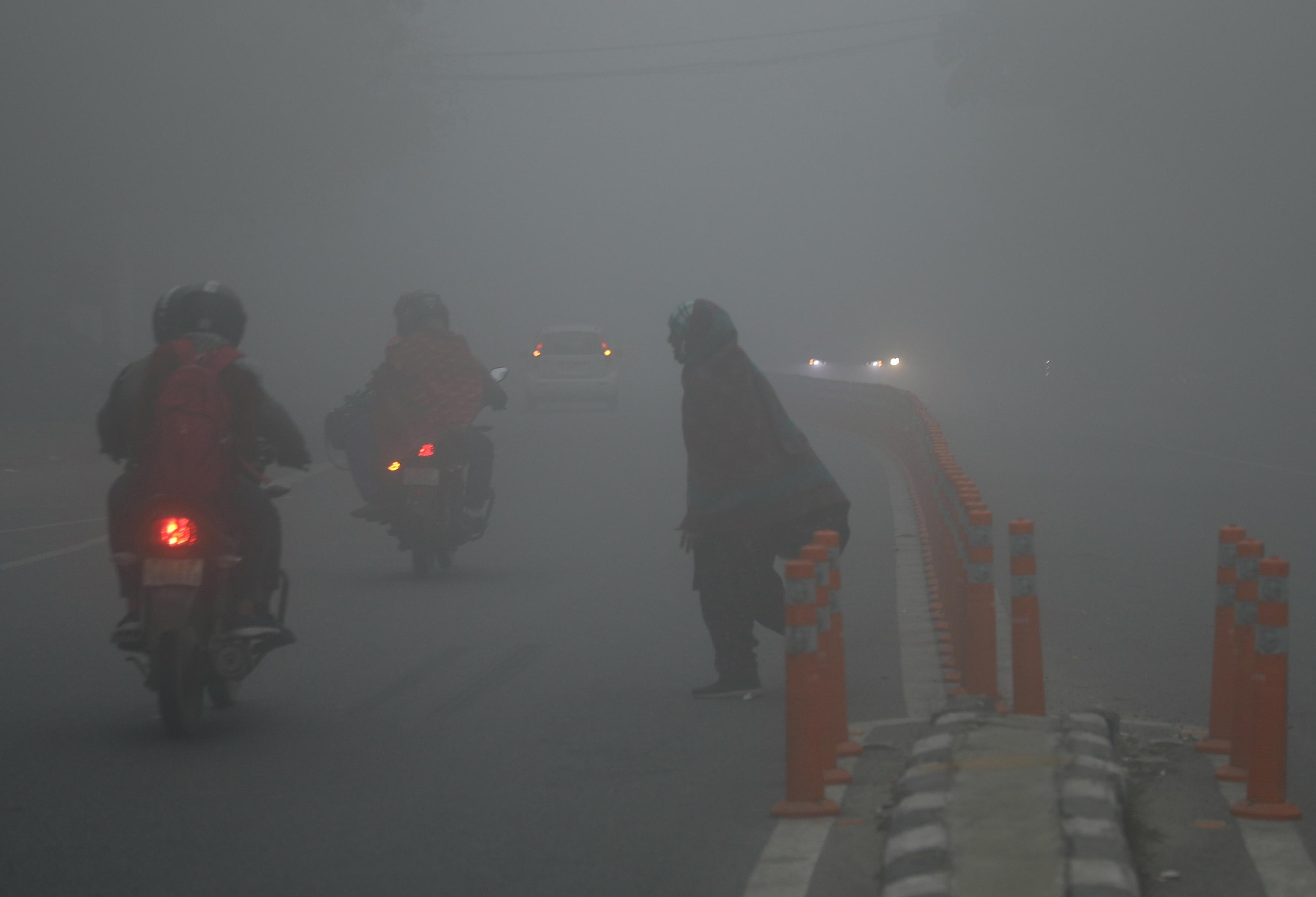 Delhi weather, fog