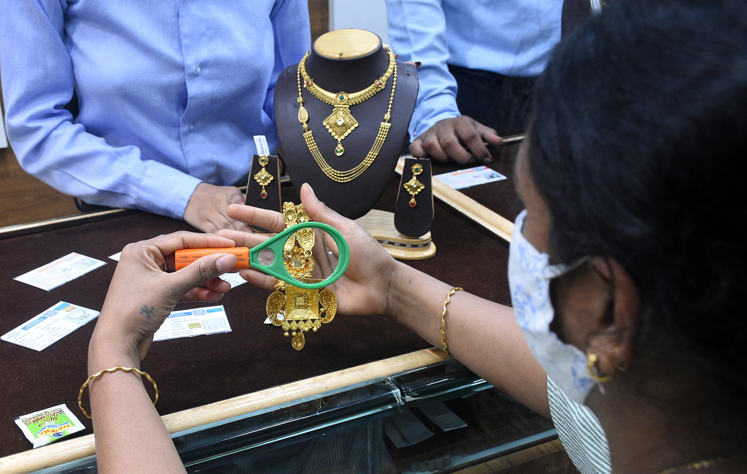 Gold price today at Rs 47,350 per 10 gm, silver trending at Rs 70,300 a kg