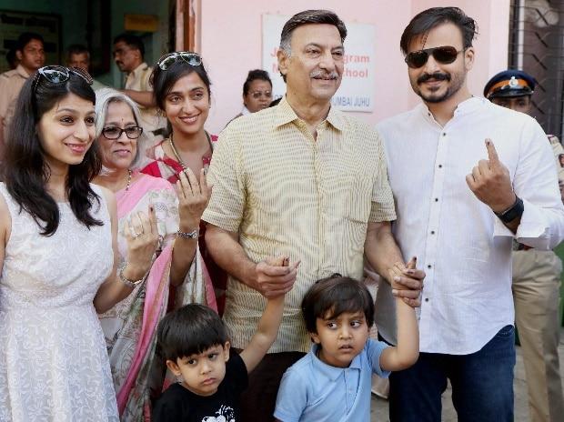 maharashtra, mumbai election, nagpur election, election, mumbai poll, maharashtra poll, BMC, Shah Rukh Khan, Sachin Tendulkar, Kailash Kher, voters, vote