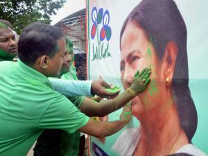 Supporters cheer Didi's win in West Bengal