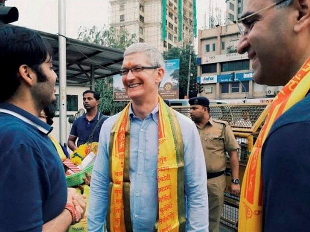 Apple, Tim Cook, India, Shah Rukh Khan