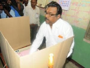 Assembly elections: Politicians cast vote
