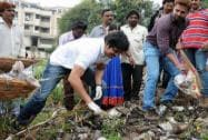 Celebs take part in 'Clean India Campaign'