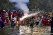 Chhath puja: Devotees offer prayers