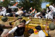 Congress stages protest against Land Bill