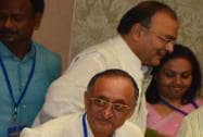 Arun Jaitley, Amit Mitra during a meet