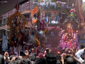 Immersion of Ganesh idols begins amid fanfare in Mumbai