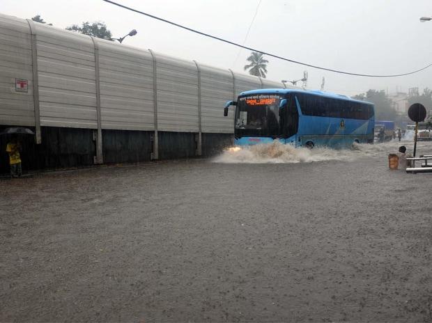 Heavy rains, Mumbai, Train, Water-logging