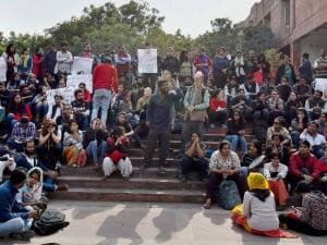 JNU students, journalists attacked outside a Delhi court