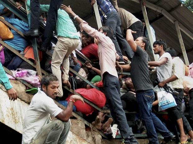 elphinstone stampede, mumbai stampede, elphinstone stampede, footover bridge stampede, mumbai news, prabhadevi station, mumbai local train delay, mumbai station stampede, Elphinstone railway station, mumbai, Mumbai local rail network, Prabhadevi railway station, stampede at Mumbai railways, Mumbai stampede death toll, Stampede at Mumbai station, Mumbai stampede live updates