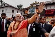 Modi prays at Pashupatinath