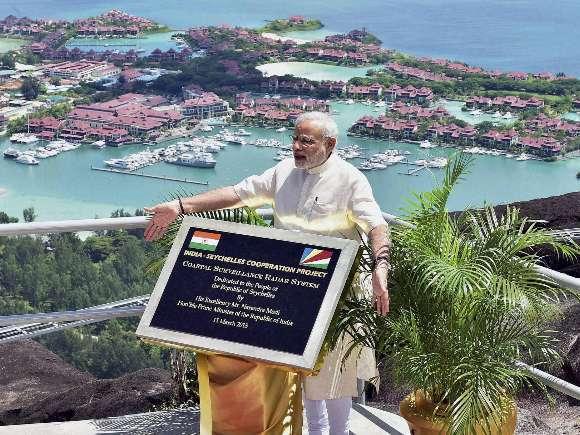 Narendra Modi, Manmohan Singh, NDA, UPA