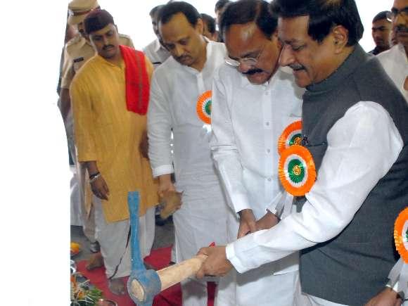 Prithviraj Chavan, Venkaiah Naidu, Metro rail, Stone laying ceremony