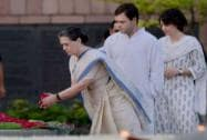Sonia, Rahul, Priyanka pay tribute to Rajiv Gandhi