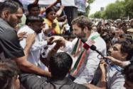 Rahul comes to the rescue of MCD workers