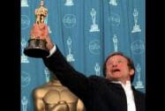 Robin Williams holds his Oscar for 'Good Will Hunting'