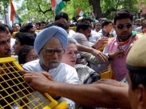 Save Democracy rally: Sonia, Manmohan take to the streets