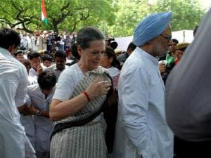 Save Democracy rally: Sonia, Manmohan take to the streets